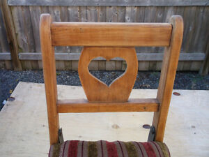 ANTIQUE LITTLE FOLDING CHAIR ( CHILDS ) Cornwall Ontario image 4