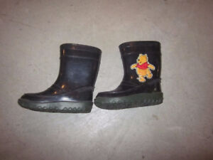 Toddler rain boots(winnie the pooh) – size 6