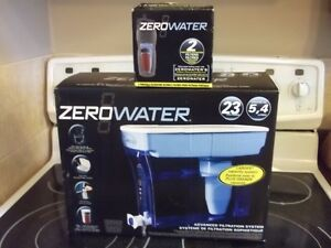 Zerowater 5.4 litre water filter with 2 spare filters.