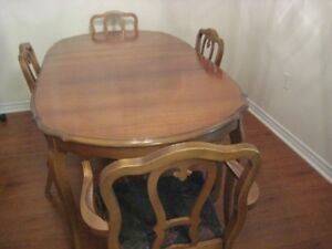 Dining Table, 2 leaves, & 4 Chairs-Vintage (VIEW TODAY-MOVING)