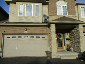 Clean, spacious 3 bedroom townhouse for rent in Stoney Creek