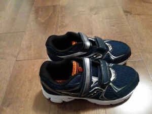 New boys shoes - youth size 2