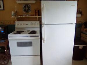Cuisinière et réfrigérateur et congélateur
