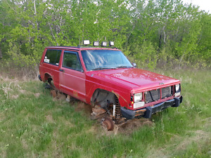 PARTING OUT. 1990 Jeep Cherokee 2 door.