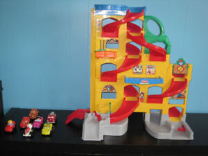 Fisher price little people garage & voitures