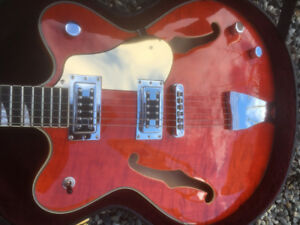 Eastwood Classic Semi-hollow Guitar with Hd shell case