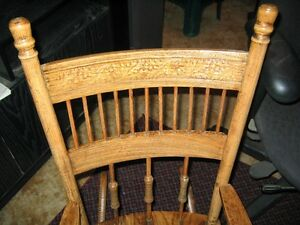 ANTIQUE CHILD'S OAK ROCKING CHAIR. Regina Regina Area image 2
