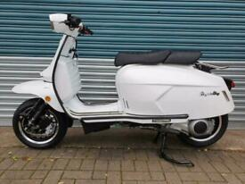 ROYAL ALLOY GP300 WHITE METAL BODY BRAND NEW CLASSIC RETRO STYLE SCOOTER