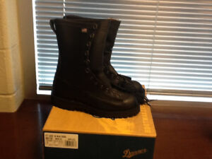 DANNER FORT LEWIS BOOTS SIZE 9EE NEW