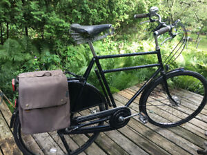 Mint condition British Pashley Roadster with double top bar