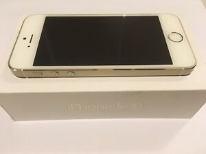 GOLD 16 GB iphone 5s 10/10 condition