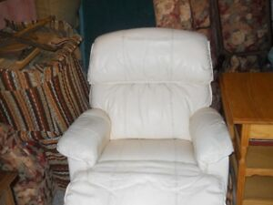 Lazy Boy Recliner/ Leather