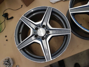 Mercedes M-Klasse 17 X 7.5 rims with two Nokian Hakka 245-45-17
