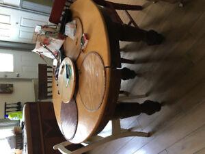 Cadran hello et toutou, et table de cuisine antique 1900