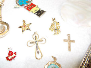 costume jewellery lot alot of vintage earrings necklace ring