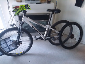 Haro V2 series mountain bike. 21speed shimano gears