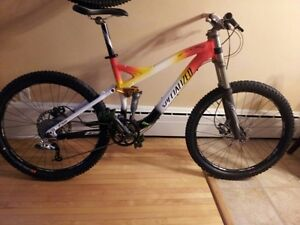 Specialized Enduo Comp (Mint) many up grades extra DH rim/tire