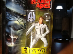 2001 PLANET OF THE APES LEO DAVIDSON (MARK WAHLBERG) FIGURE