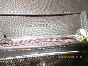 MICHAEL KORS BRAND NEW PURSE AND WALLET NEGOCIABLE