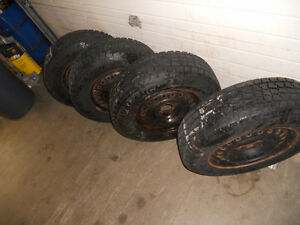 205-75-15 Snow Tires used one season Kitchener / Waterloo Kitchener Area image 4