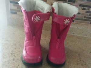 Size 9 snow/winter boots brand new