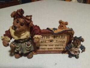 """Boyds Bear Figurine """"A Sign of the Times"""" Style No 2299 Retired"""