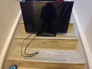 "Insignia 27"" flat screen tv"