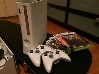 Xbox 360 + 2 game pads + 5 games