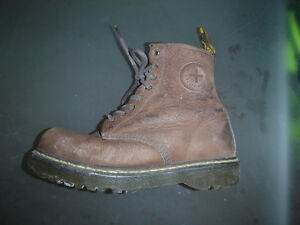 Dr Martens Ronnie Air Cushion Sole Size 9 USA.