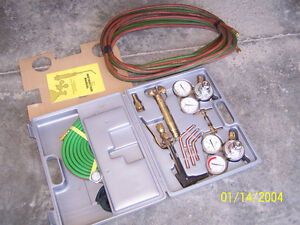 Welding and cutting torch set