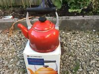 Le Creuset Stove Top Kettle - Fire/Volcanic Red