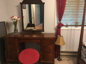 Reduced Beautiful solid wood vanity and stool