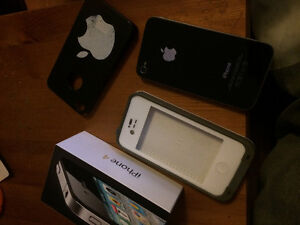 iPhone 4 32gig / Comes in Box and Lifeproof case