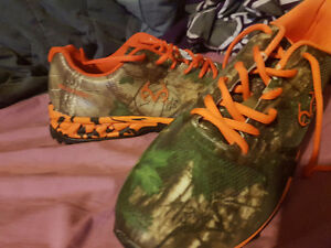 Size 12 4e wide brand new REAL TREE orange and green