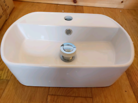 New- wall mounted small curved bathroom sink -