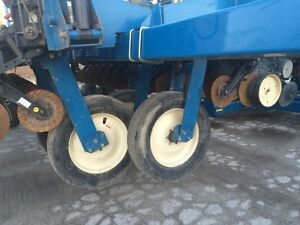 2000 Kinze 2700 24 Row Planter London Ontario image 3