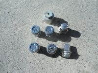 COMPLETE SET OF DODGE LUG NUTS WITH LOCKS