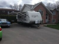 2011 Jay Feather Ultra Lite Weight Travel Trailer