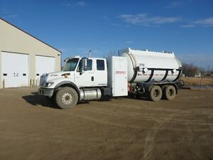 UNRESERVED PUBLIC AUCTION - HEAVY TRUCKS - FROBISHER, SK Regina Regina Area image 4