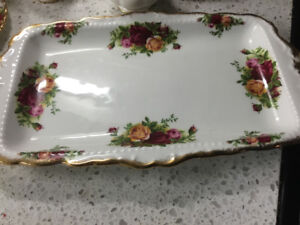 1962 ORIGINAL OLD COUNTRY RED ROSES FINE CHINA