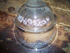 2 Pyrex 1.5- 2.5 L Colonial Mist Daisy White Lace Mixing Bowls