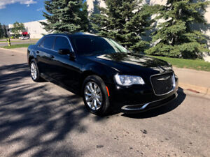 2015 Chrysler 300 LIMITED **Awd, Only 57kms, Fully loaded**