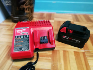 NEW : Milwaukee Battery + Charger
