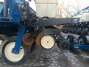 2000 Kinze 2700 24 Row Planter London Ontario image 4