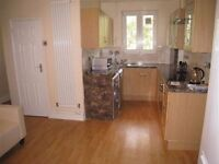 2 DOUBLE/TWIN ROOMS AVAILABLE NOW - NEAR HAMMERSMITH STATION