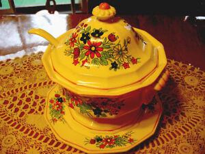 Soupière en porcelène pour la soupe ou pour décoration