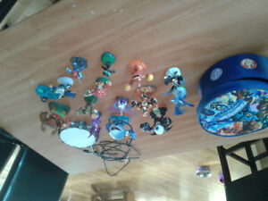 Skylanders characters and portal and carry case