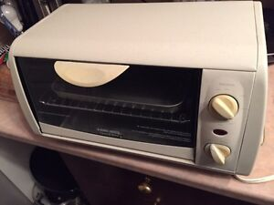 Brand new neufs   Black and decker toaster oven