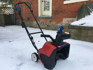 Reduced Price! Toro Snowblower - 1500 Power Curve