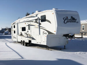 2009 Forest River Cardinal Le 5th Wheel - Only $22,750!